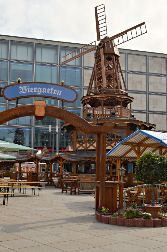 Windmuehle Alexanderplatz Ostermarkt