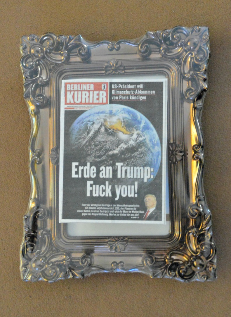 Erde an Trump Fuck You newspaper clipping be kitschig