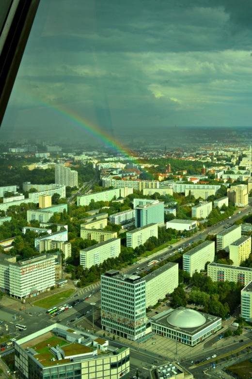 Regenbogen vom Fernsehturm Berlin