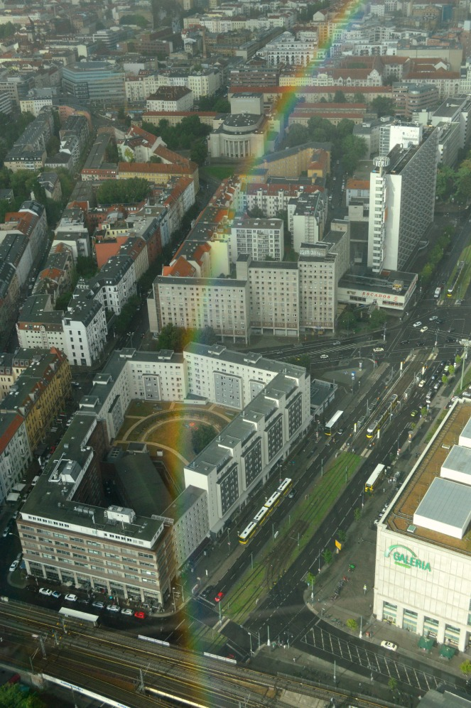 Regenbogen be ktschig Berlin Kitsch