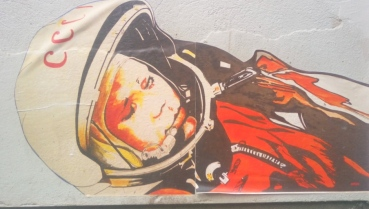 astronaut street art berlin be kitschig blog