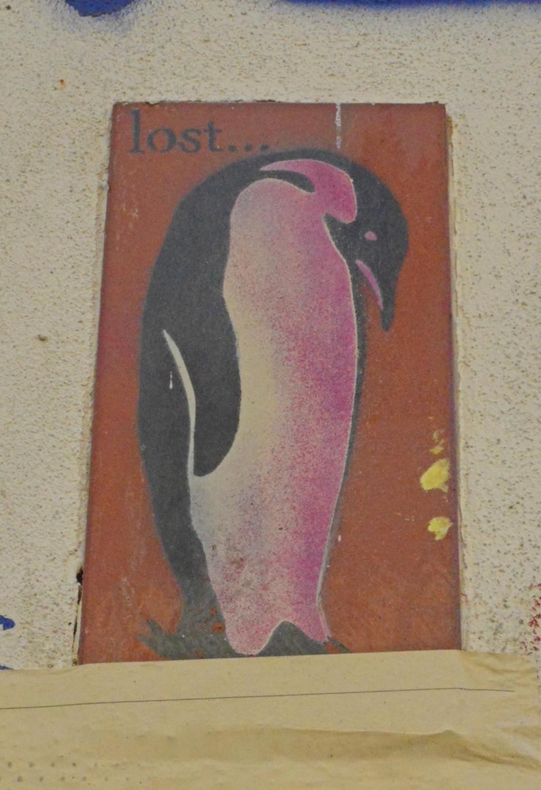 #streetart #berlin Kreuzberg Penguin lost be kitschig blog