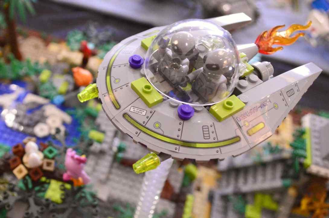 be kitschig blog Lego Love Alien Invasion