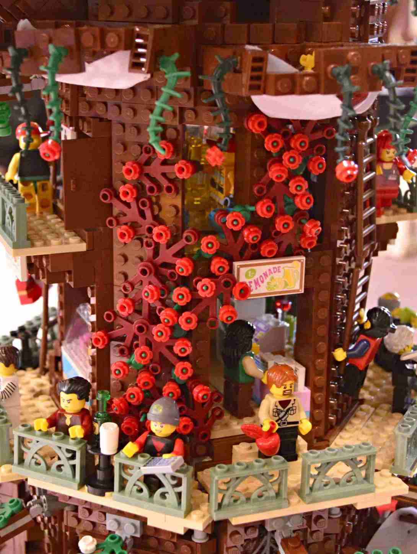be kitschig blog Lego Love Tree House Roses
