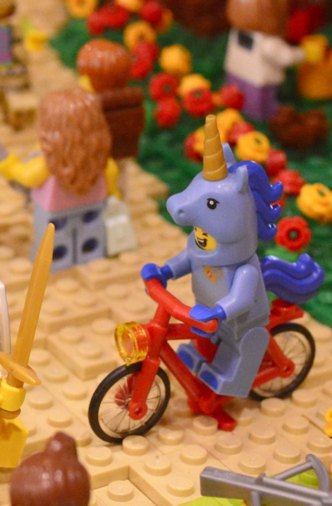 be kitschig blog Lego Love Unicorn riding bicycle