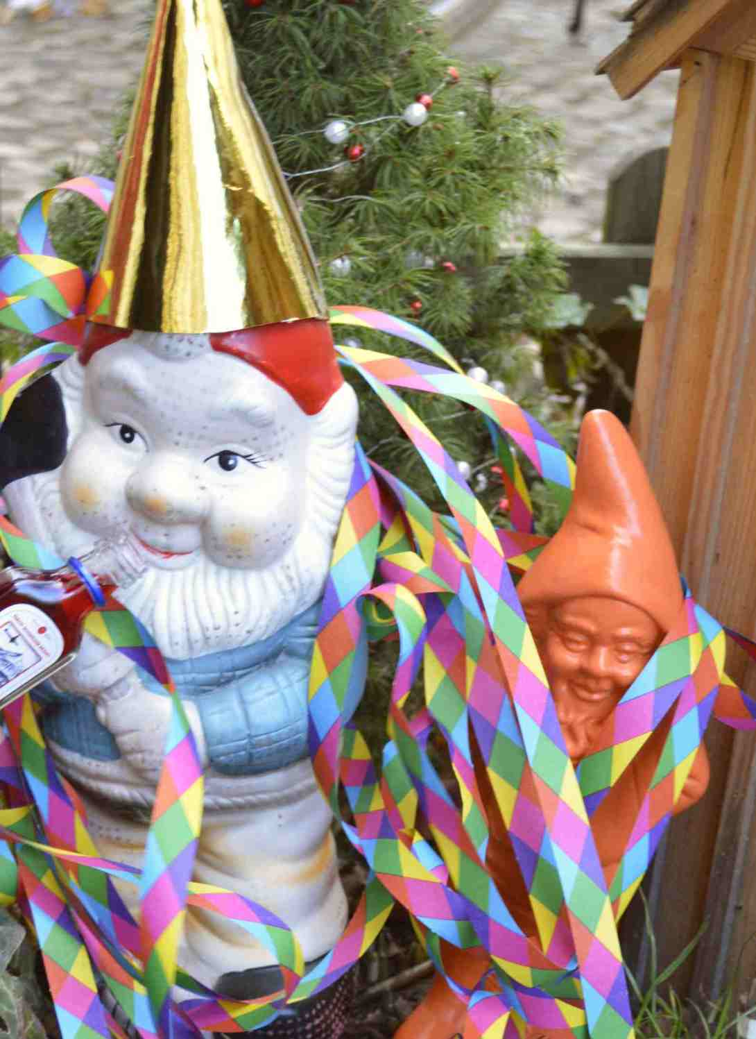 Happy New Year with the gnomes from berlin Heinrich der Gartenzwerrg Paul Joost be kitschig blog