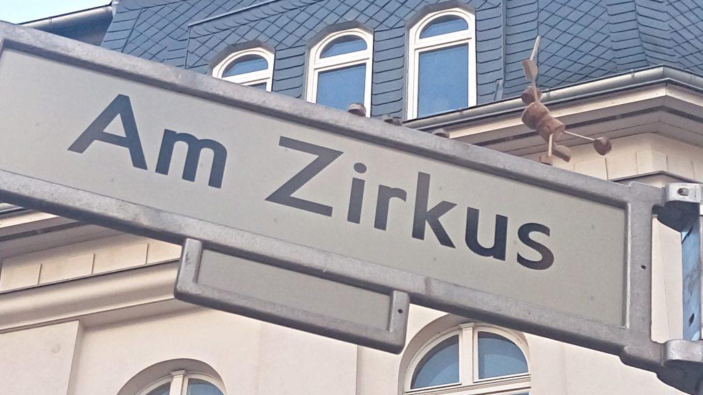 Korkmännchen by Josef Foos  Be kitschig blog street yogi streeart berlin